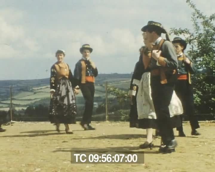 Bleun Brug à Châteaulin  1953 et pardon de Sainte-Anne-la Palud 1964 | Jean Le Guillou