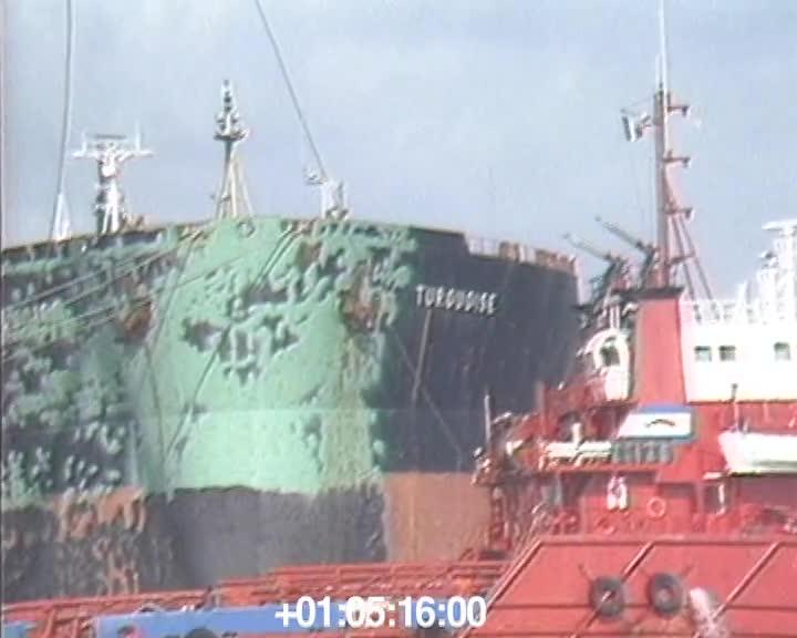 Port de commerce, bateau au quai